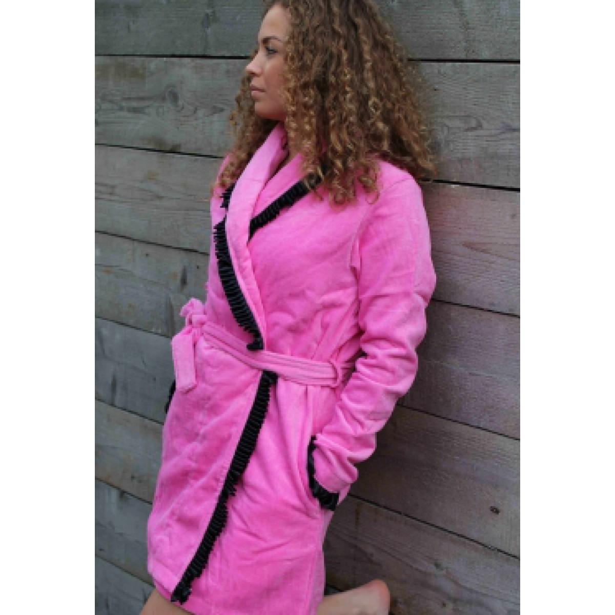 Roze badjas met roesjes